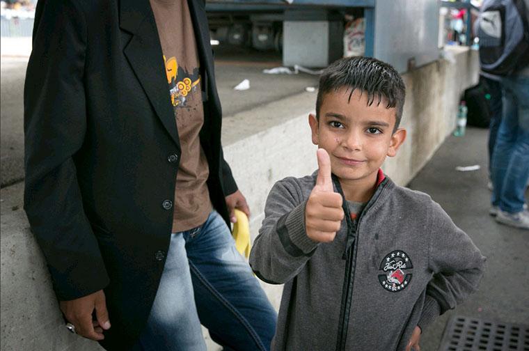 sample picture, Foto: AUT_thumbs up, Credit: Caritas Internationalis